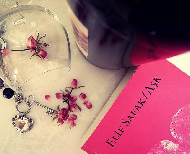 Elif Şafak Aşk