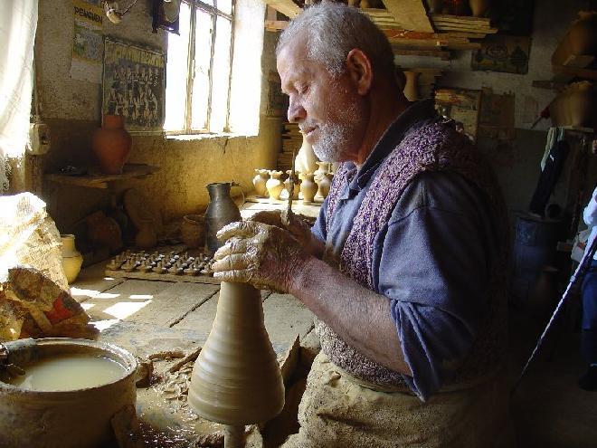 Potter maker