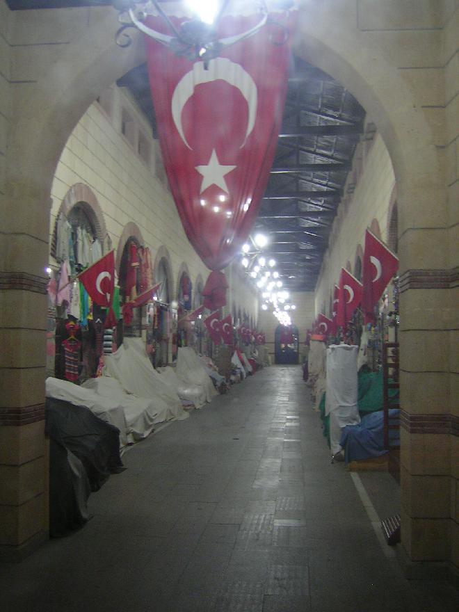 Çannakale bazaar at night