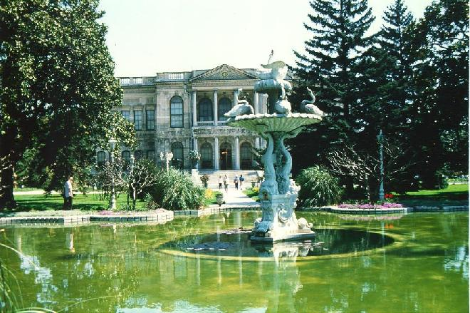 Dolmabahce Palace pool